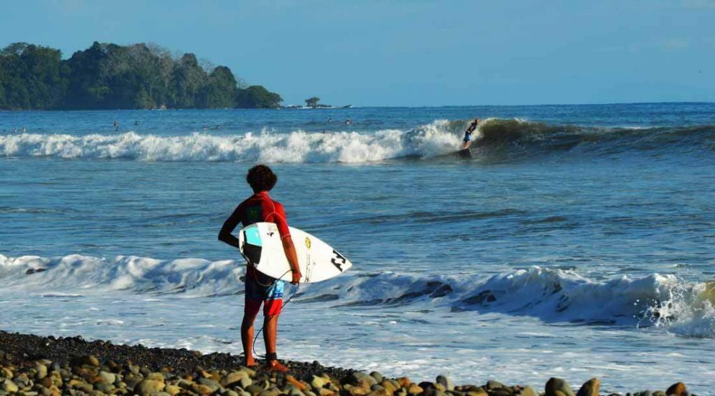 Mejor punto en Dominical, Costa Rica para surfear
