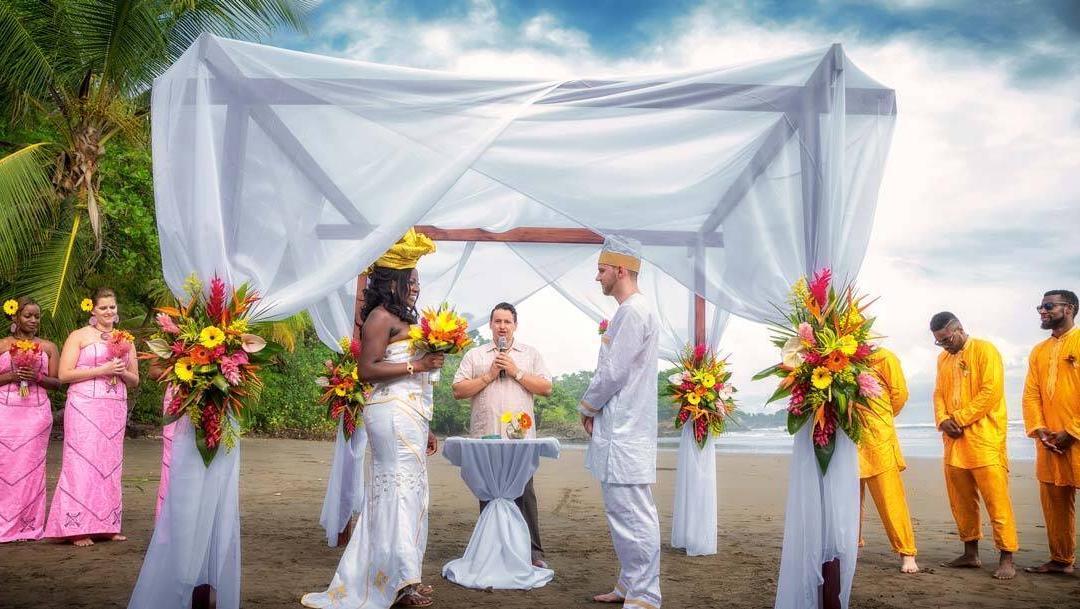 Un increíble boda en Dominical