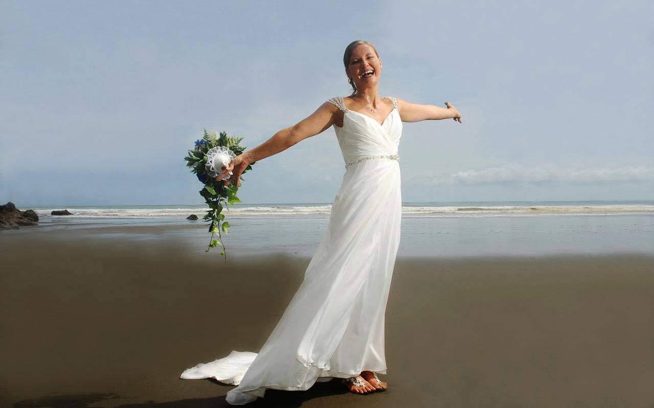 Wedding photo shoot on the beach