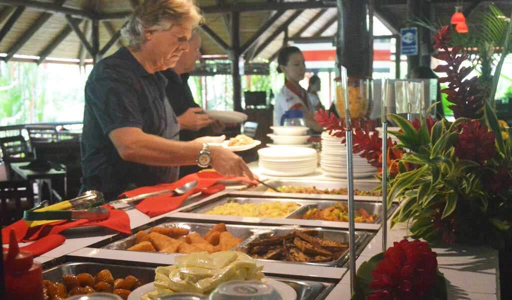 breakfast-guests-1024-600