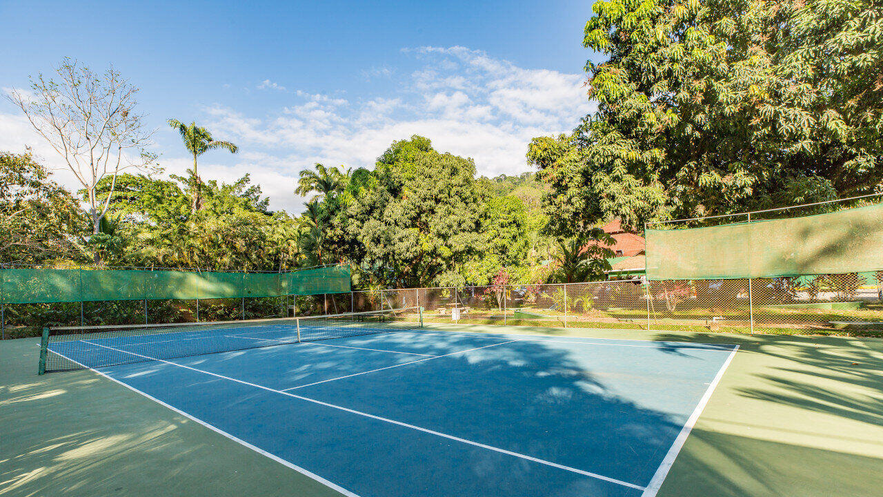 tennis court dominical costa rica